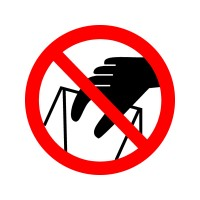Запрещается брать руками. Сыпучая масса (непрочная упаковка)